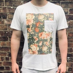 ALTRU White T shirt with flower graphic💐